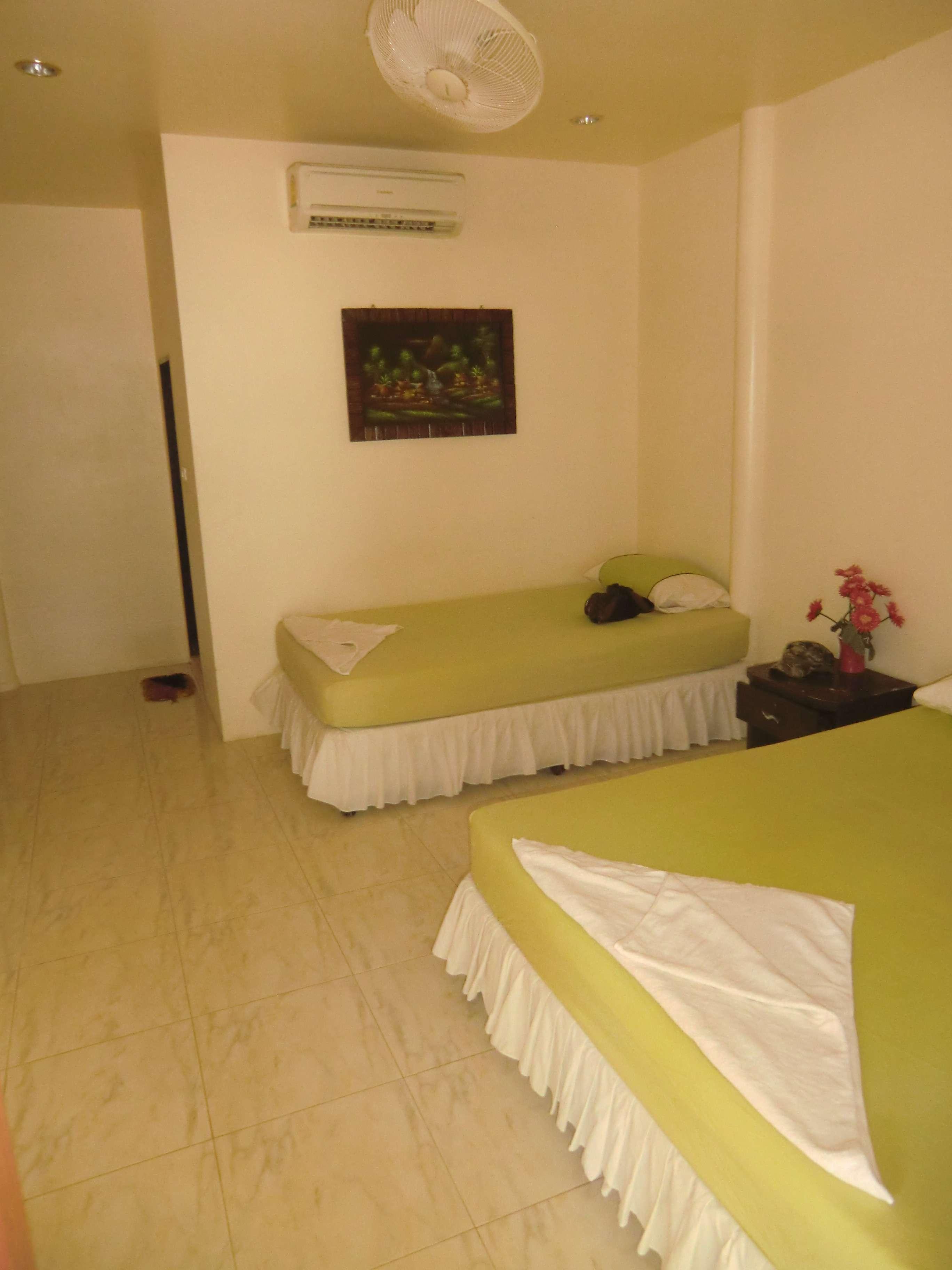 .....das Zimmer ( für 1000 THB pro Nacht )...aber nur Kaltwasser..