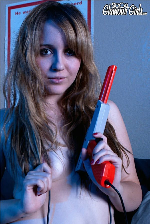 ... gamer girls talking to you and more nude galleries of hot nerdy chicks.